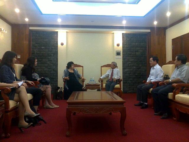 Lãnh đạo Hội tiếp Đoàn đại biểu UNESCO Rumani sang thăm và làm việc tại Việt Nam 8/2011