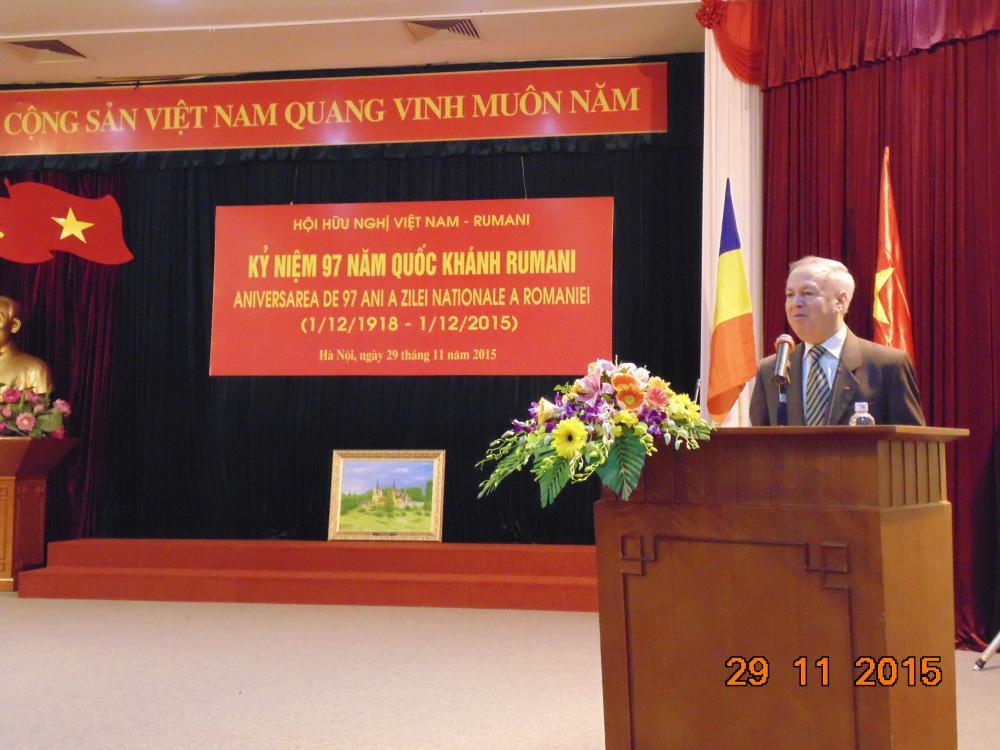 """""""Xin chúc Hội Hữu nghị Việt Nam - Rumani ngày càng phát triển lớn mạnh, luôn xứng đáng là cầu nối của tình hữu nghị giữa nhân dân hai nước Việt Nam-Rumani"""""""