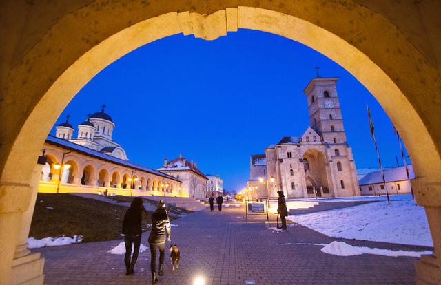 INFORMATII CE AR TREBUI PUBLICATE PE PRIMA PAGINA A TUTUROR PUBLICATIILOR DIN ROMANIA si pe toate posturile TV